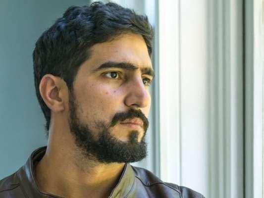 Jamil (Renato Góes) ficará desacordado após ser atropelado na novela 'Órfãos da Terra'