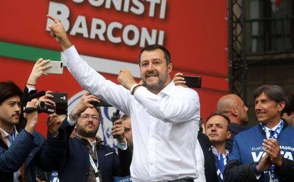Salvini lidera comício da extrema direita em Milão