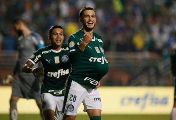 O Palmeiras goleou o Santos em uma atuação de gala no Pacaembu, pela quinta rodada do Campeonato Brasileiro. O atacante Dudu foi fundamental na construção do resultado, articulando, dando assistência e puxando contra-ataques (notas por Lucas Rezende)