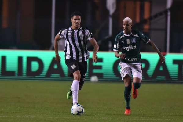 O Santos foi goleado por 4 a 0 pelo Palmeiras, na noite deste sábado, no Pacaembu. O time teve uma atuação bem abaixo do habitual e ficou sem destaques individuais - foram muitas falhas, especialmente no setor defensivo (notas por Lucas Rezende)