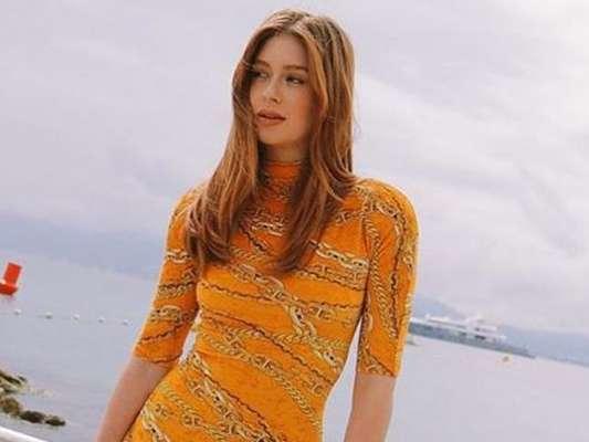 Marina Ruy Barbosa aposta em vestido all orange para almoçar em Cannes, na França, nesta segunda-feira, dia 20 de maio de 2019