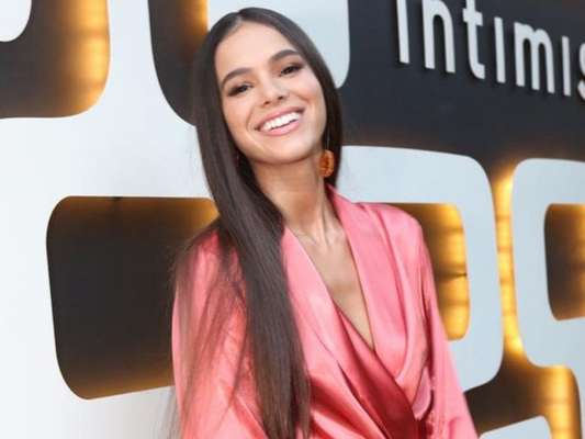 Bruna Marquezine aposta em robe para evento da Intimissimi nesta terça-feira, dia 11 de junho de 2019