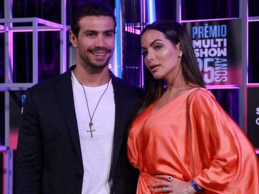 Mariano comemorou 1 ano de namoro com Carla Prata nesta quarta-feira, 12 de junho de 2019