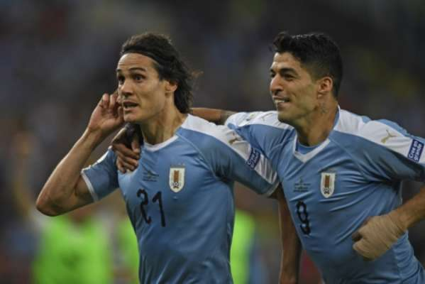 Cavani mostrou seu poder de decisão ao fazer o gol da vitória do Uruguai por 1 a 0 sobre o Chile, no Maracanã, na noite desta segunda. Com o resultado, a Celeste terminou na liderança do Grupo C e 'fugiu' da Colômbia nas quartas de final (notas por David Nascimento)