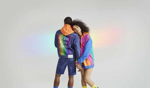 Calvin Klein - O pack Pride de underwear da Calvin Klein tem as cores da bandeira LGBTQ+ e pode ser encontrado em todas as lojas da grife e também no e-commerce.