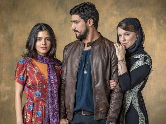 Dalila (Alice Wegmann) vai exigir que Jamil (Renato Góes) se case com ela em troca da vida de Laila (Julia Dalavia) e Raduan na novela 'Órfãos da Terra'.