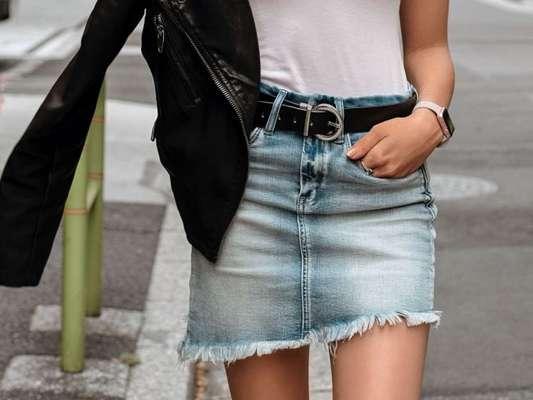 Saia Jeans para todo mundo: saiba como usar uma das peças coringas do mundo da moda em todos os seus comprimentos