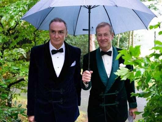 1º casamento gay da família real britânica - Em 22 de setembro, o lorde Ivar Mountbatten, primo da rainha Elizabeth II, se casou com James Coyle no que foi considerado o primeiro casamento gay celebrado por um integrante da família real britânica.