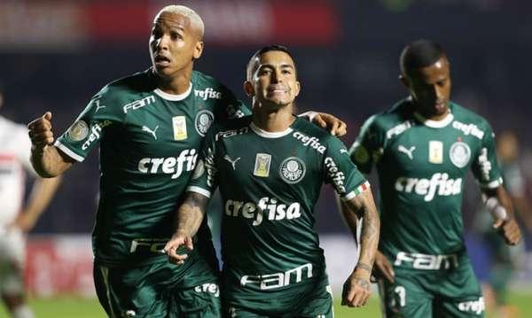 Com 26 pontos, o Palmeiras igualou a melhor campanha estabelecida nas dez primeiras rodadas do Campeonato Brasileiro disputado por pontos corridos, atingindo as mesmas pontuações do Corinthians em 2011 e 2017. Mas o time de Luiz Felipe Scolari está três pontos à frente do Santos, que está em segundo, sendo a menor vantagem do primeiro colocado à essa altura desde 2016. Além disso, só seis líderes na décima rodada terminaram campeões desde 2003. Relembre como estavam o líder e o campeão na décima rodada nos últimos 16 anos.