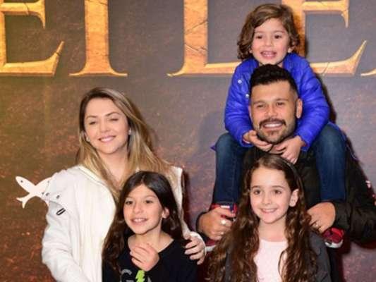 Dupla de Belutti, Marcos foi com a mulher, Lu Marchioto, e filhos Lizandra e Léo Marcos à pré-estreia do filme 'O Rei Leão'