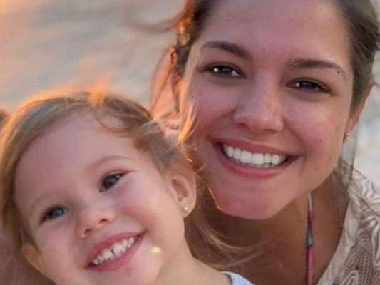 Thais Fersoza compara filha com boneca em vídeo nesta sexta-feira, dia 19 de julho de 2019