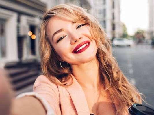 Como fazer a maquiagem durar mais tempo? Confira 8 dicas na matéria!