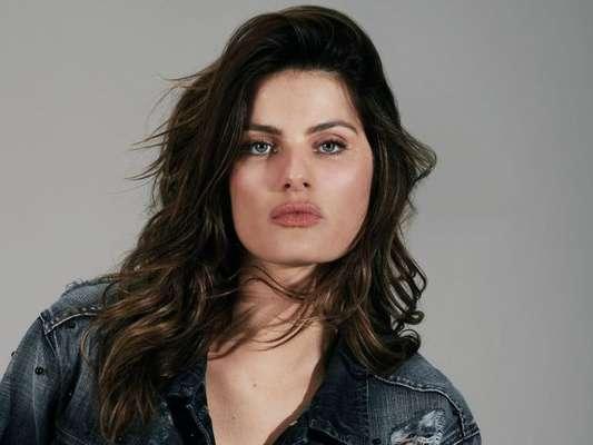 Isabeli Fontana mantém rotina de cuidados de beleza com elementos sustentáveis
