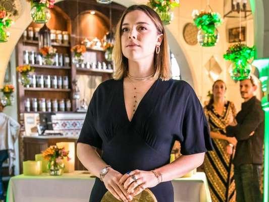 Dalila (Alice Wegmann) descobre que está grávida na novela 'Órfãos da Terra'