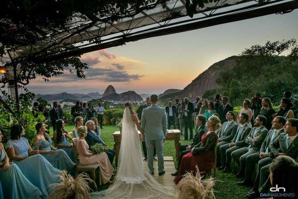 Casamento de Heloísa Wolf e Eduardo Bolsonaro - O deputado federal Eduardo Bolsonaro e a psicóloga Heloísa Wolf celebraram casamento neste sábado, 25, no Rio.