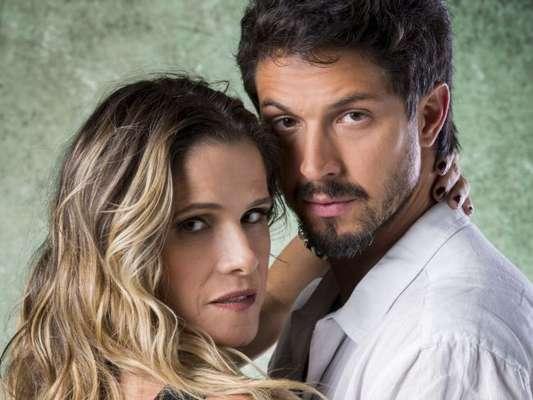 Nos próximos capítulos da novela 'Bom Sucesso', Silvana (Ingrid Guimarães) arma pedido de casamento de Marcos (Romulo Estrela) em frente aos fotógrafos na segunda-feira, 12 de agosto de 2019