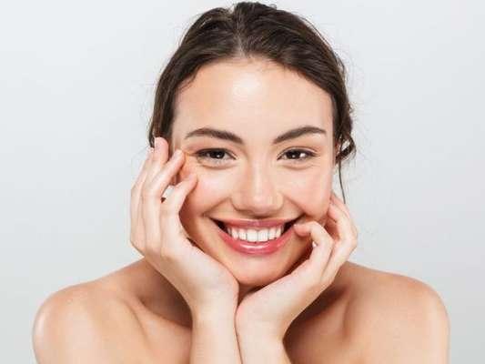 Como limpar e hidratar a pele oleosa? Descubra!