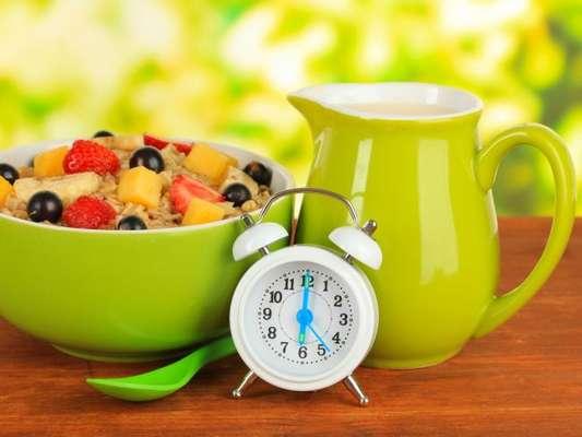 Jejum intermitente: dieta conta com alternância entre períodos de jejum com janelas de alimentação
