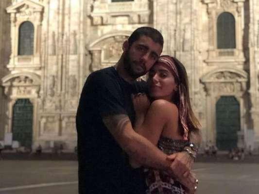 Anitta nega estar noiva de Pedro Scooby, em 10 de agosto de 2019