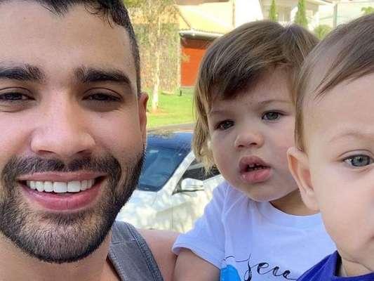 Gusttavo Lima curte Dia dos Pais antecipado com os filhos, Gabriel e Samuel, em 10 de agosto de 2019