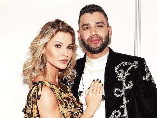 Gusttavo Lima surpreendeu Andressa Suita ao aparecer sem sapato e comendo pastel em show
