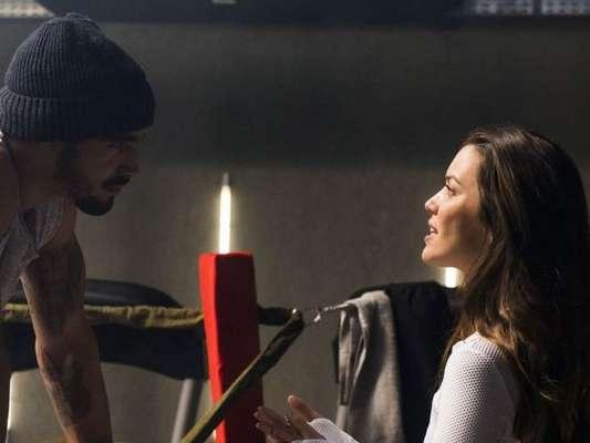 Nos próximos capítulos da novela 'A Dona do Pedaço', Fabiana (Nathalia Dill) leva um fora de Rock (Caio Castro): 'Tomando pílula escondido?'