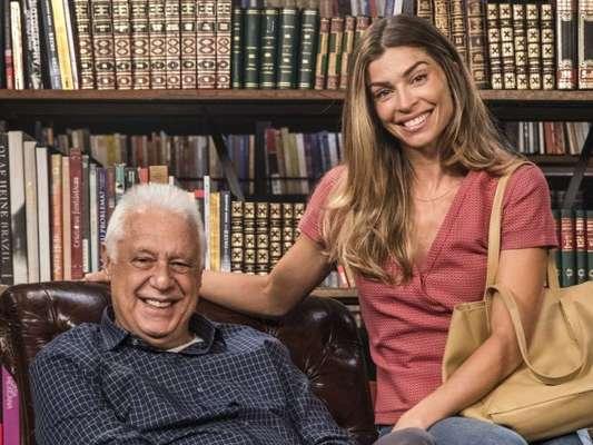 Nos próximos capítulos da novela 'Bom Sucesso', Paloma (Grazi Massafera) salva Alberto (Antonio Fagundes) de afogamento.
