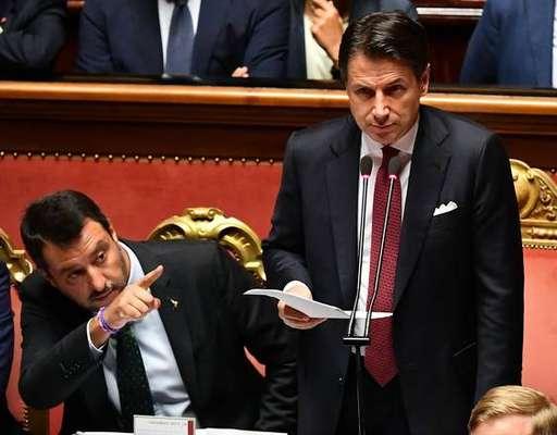 Em meio a crise política,premier da Itália renuncia