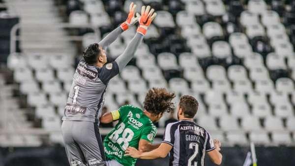 No empate sem gols com a Chapecoense, o Botafogo viu o goleiro Gatito Fernández ser o destaque da equipe no Estádio Nilton Santos. Sem sucesso no setor ofensivo, os donos da casa tiveram o bom trabalho do camisa 1 como o ponto alto doConfira as notas do LANCE! (Por Gabriel Grey - gabrielgrey@lancenet.com.br)