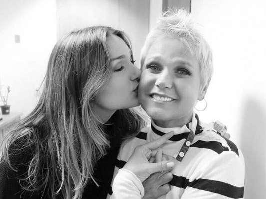 Sasha Meneghel é tietada pela mãe, Xuxa, após desfile, em 31 d agosto de 2019