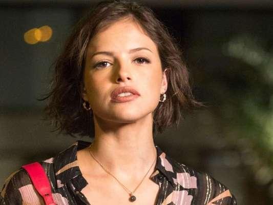 Nos próximos capítulos da novela 'A Dona do Pedaço', Josiane (Agatha Moreira) vai ficar na miséria após levar golpe da mãe, Maria da Paz (Juliana Paes)