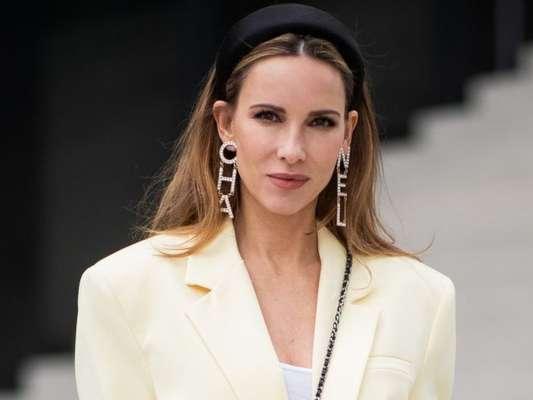 Brincos de strass: versões com nomes de grife, como a Chanel, fazem sucesso entre fashionistas internacionais