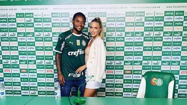 Luiz Adriano no Palmeiras - Atacante chegou ao clube após assinar contrato por quatro temporadas