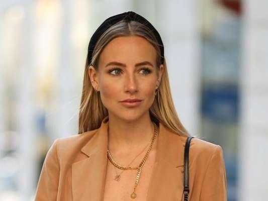 Tiara ou arco pretos garantem mais elegância aos cabelos soltos