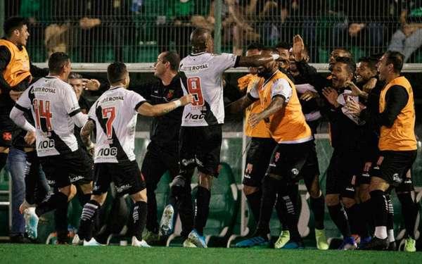O Vasco terminou o primeiro turno em 15º lugar, com 23 pontos e dentro da zona de classificação para a Sul-Americana.