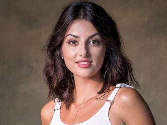 Camila (Anaju Dorigon) revela grande segredo sobre o dia da morte de Aziz (Herson Capri) na novela 'Órfãos da Terra'