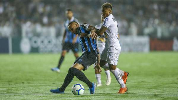 O Santos teve uma queda incrível de produção no segundo tempo e acabou derrotado por 3 a 0 pelo Grêmio, na noite deste sábado, na Vila Belmiro, pela 20ª rodada do Brasileirão. O ataque santista foi mal, com muitos erros de finalizações. Confira as notas do Peixe do LANCE! (por Victor Mendes)