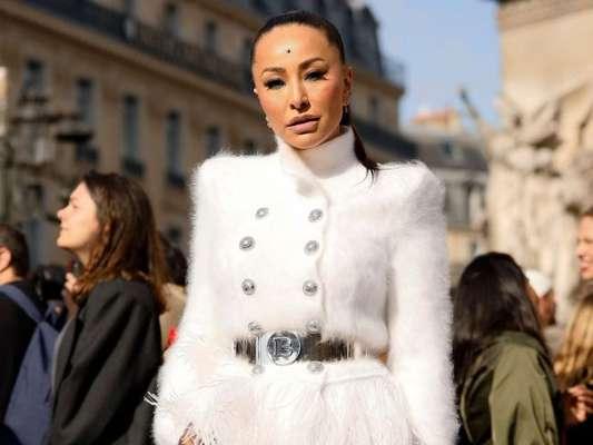 Sabrina Sato brilha em desfile da Balmain na Semana de Moda de Paris