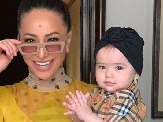Sabrina Sato comemora 10 meses de Zoe com foto em Paris, em 29 de setembro de 2019
