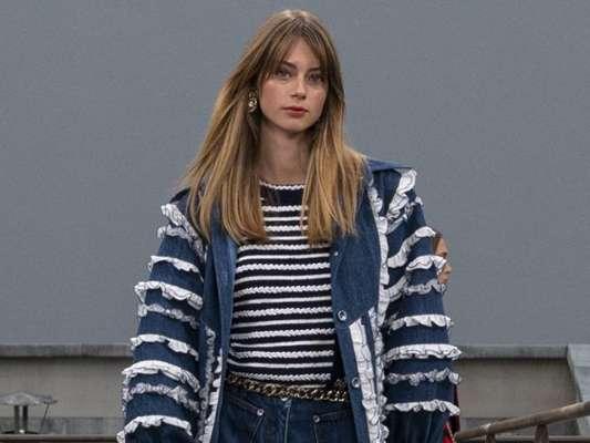 Jeans em Paris: modelo foi destaque nos principais desfiles da Semana de Moda de Paris