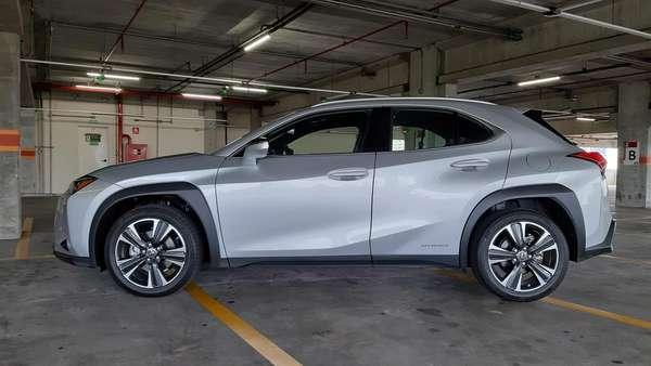 Lexus UX Luxury 250h.