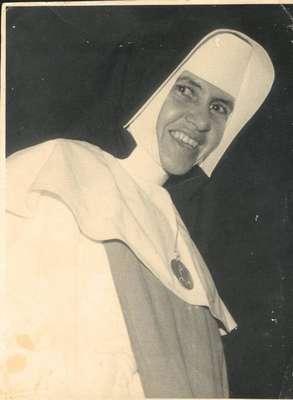 Irmã Dulce - Aos 13 anos de idade, Irmã Dulce começou a atender doentes no portão de casa
