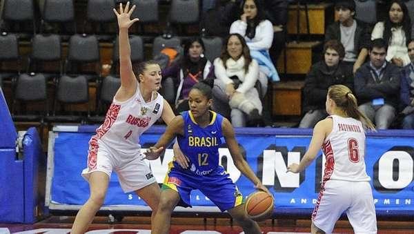 Damiris em ação pela seleção brasileira no Mundial Sub-19, em 2011 - Damiris em ação pela seleção brasileira no Mundial Sub-19, em 2011