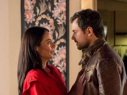 Na novela 'A Dona do Pedaço', Vivi (Paolla Oliveira) é surpreendida com revelação de Maria da Paz (Juliana Paes) em relação a Chiclete (Sergio Guizé)