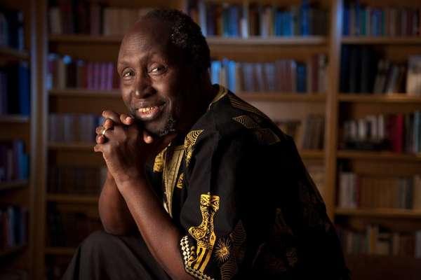 Ngugi wa Thiong'o - Ngugi wa Thiong'o. Autor de obras como 'Sonhos em Tempos de Guerra - Memórias de Infância', o queniano é um dos principais nomes da literatura africana. Assim como Adonis, Ngugi (1938) participou da Festa Literária Internacional de Paraty (2015)