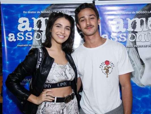 Rayssa Bratillieri e André Luiz Frambach vão à première de terror no Rio