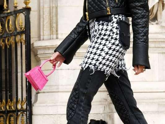 Microbolsa tá na moda entre influencers e fashionistas. Confira fotos dos looks!