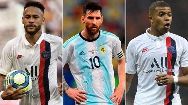 Neymar recebeu uma homenagem pelo seu centésimo jogo com a camisa do Brasil, nesta quarta-feira. Em coletiva, o atacante admitiu que recebe privilégios na Seleção. No PSG, o jogador também recebeu alguns privilégios que incomodaram os companheiros de equipe. Relembre outros casos, que incluem Messi, Cristiano Ronaldo e Mbappé.
