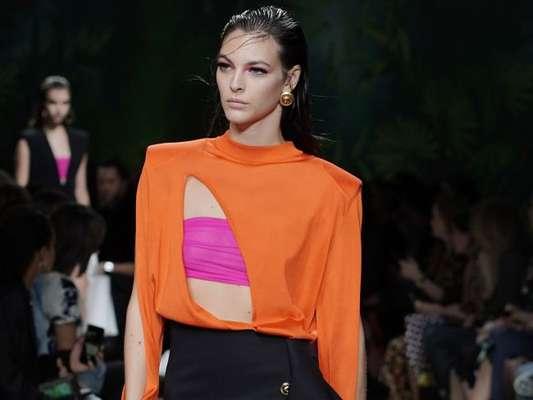 Rosa e laranja formam dupla imbatível nos looks de verão. Inspire-se nas fotos das semanas de moda de Lisboa, Londres, Paris, Milão e Nova York