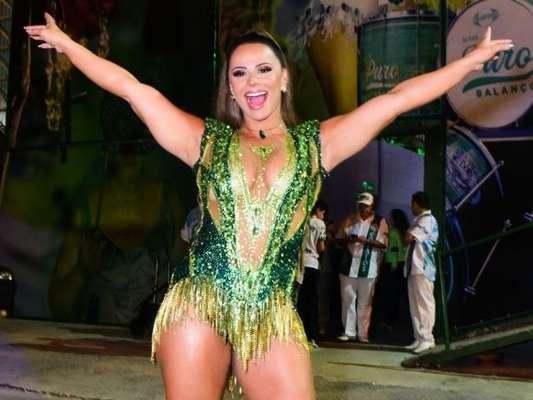 Viviane Araujo prestigiou o aniversário de 24 anos da escola de samba Mancha Verde neste sábado, 19 de outubro de 2019